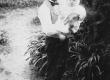 August Kitzberg poja Hansuga Pöögle koolimaja aias 1902 - KM EKLA