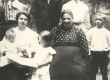 Marie Under, Karl Hacker, Berta Under, Karl Hackeri õde ja ema ning M. Underi lapsed 1906. a. suvel Moskva lähedal  - KM EKLA