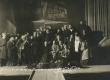 """Artur Adson (ees keskel) etenduse """"Läheb mööda"""" tegelaskonnaga 1923. a. - KM EKLA"""