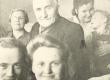 Jaan Kärner (keskel) koos abikaasa Hilda Kärneriga (vasakul prillidega) oma õepoja Ants Soopalu sünnipäeval 1950. aastal - KM EKLA