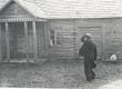 Friedebert Tuglas Karilatsis, maja ees, milles ta kord elas, juuli 1938 - KM EKLA