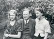 Selma Oinas-Kurvits, Aleksander Oinas ja Elo Tuglas Haapsalus 1935 - KM EKLA