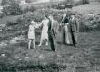 E. Eesorg, E. Tuglas, P. Kurvits, S. Oinas-Kurvits, F. Tuglas. Iru linnusel, aug. 1940 - KM EKLA