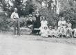Tuusulas Syvärannas 1924. vas. 2) F. Tuglas, 3) E. Tuglas - KM EKLA