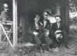 Tuusulas A. Kivi surmamaja ees; Vas.: Annie Mörk, Aarne Orjatsalo, Toini Aaltonen, Friedebert Tuglas 12. 07. 1929 - KM EKLA