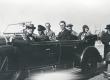Teel soome kirjanikega Tallinna sadamast linna 29. mai 1931. Vas: K. Ast-Rumor, autojuht, L. Viljanen, F. Tuglas, J. Kianto, E. Vaara? - KM EKLA