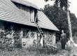 Friedebert Tuglas Ahjal vana õllekoja ees. juuli 1938 - KM EKLA