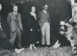 Vääna-Jõesuus Vahtra talu õues aug. 1938 S. Oinas-Kurvits, P. Kurvits, ?, F. Tuglas, E. Tuglas, E. Eesorg, ? - KM EKLA