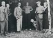 Vääna-Jõesuus Vahtra talu õues aug. 1938 P. Kurvits, S. Oinas-Kurvits, F. Tuglas, E. Tuglas, E. Eesorg, ?, ? - KM EKLA