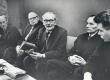 Pressikonverents Kirjanike Majas 14. veebr. 1964 (Juhan Liivi 100. a. juubeli korraldamise asjus) Vas.: 1) R. Sirge, 2) P. Uusman, 3) F. Tuglas, 4) P. Rummo - KM EKLA