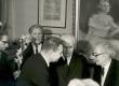 R. Parve, A. Antsberg, V. Beekman ja H. Kruus õnnitlemas Fr. Tuglast tema 85. sünnipäeval 1971. a. - KM EKLA