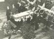 Mart Raua matused 10. juulil 1980. a. Auvalves seisavad: taga vasakult: Ott Ojamaa, Jüri Tuulik, Vladimir Beekman, ees vasakult: Villem Gross, Kalle Kurg, Jaak Jõerüüt  - KM EKLA