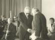 Joh. Käbin õnnitlemas Mart Rauda tema 75. sünnipäeval sept. 1978 - KM EKLA