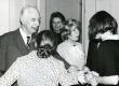 Valmar Adams oma 75. juubelipäeval 30. I 1974. a külalistega TRÜ kohvikus - KM EKLA