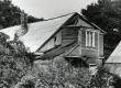 Kaupmees Thomi maja Kihelkonna keskuses, kus asus eraalgkool, Betti Alveri suvituskoht - KM EKLA