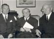 H. Mark, J. Aavik ja A. Reintam. Eesti Kultuurifondi auhinna üleandmisel J. Aavikule 1969. a. veebruaris - KM EKLA