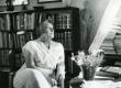 Betti Alver oma elukohas Tartus, Koidula tn. 8-2 augustis 1959. a.  - KM EKLA