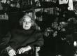 Betti Alver oma kodus, Koidula tn 8-2,  80. a. juubelilillede keskel 25. nov. 1986. a - KM EKLA