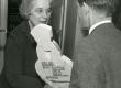 Betti Alver J. Liivi nim. luuleauhinna vastuvõtmisel aprillis 1968. a. - KM EKLA