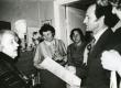 Betti Alver oma kodus, Koidula tn 8-2 J. Liivi nim. luuleauhinna vastuvõtmisel koos külalistega aprillis 1968. a. oma kodus Koidula tänaval - KM EKLA