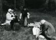 Betti Alver, Velli Verev, Renate Tamm jt Pühastes einet võtmas 1982. a - KM EKLA