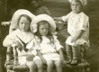 Heiti, Hella ja Ilmari Talvik Pärnu, 1911  - KM EKLA