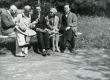 Vasakult: 1. J. Vares-Barbarus, 2. E. Tuglas, 3. H. Talvik, 4. E. Vares, 5. F. Tuglas Pärnus, juuni 1929. a. - KM EKLA