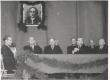 Johannes Vares-Barbarus (1. reas 2. paremalt) Krõlovi 100. surma-aastapäeva aktusel J. Tombi nim. kultuurimajas - KM EKLA