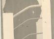 K. E. Sööt Einasto maja trepil, 1938 - KM EKLA