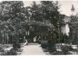J. W. Jannseni maja Tartus (vaade aiast) ja Eugen Jannseni perekond - KM EKLA
