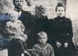 Jakob Liiv abikaasa ja lastega. Vasakult: Elsa, Arnold, Meeri, Villem (1897-98) - KM EKLA