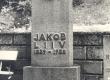 Jakob Liivi hauasammas Rakvere kalmistul - KM EKLA
