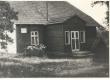 Roht, Richard. Sünnikoht Tinno talu Karaskil (Ihamarus Kanepi khk.). Vaade maantee poolt elumajale - KM EKLA