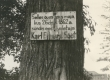Tahvel K. E. Sööt'i sünnikohas Luunjas Lohkva külas Tuki talu väravas. 1965 - KM EKLA