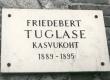 Friedebert Tuglas'e kasvukohta Ahjal 1889-1895 tähistav mälestustahvel Ahjal. 1971. a. - KM EKLA