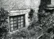 Betti Alveri toa aken Tartus Pargi tän. 2 keldris, kus ta elas ca 1947-1956. Foto 1982. a - KM EKLA
