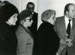Kalju Kääri matus 25. veebr. 1982 Tartu Kirjanike Majas. Vasakult: 2) Kersti Merilaas, 3) Betti Alver, 4) Arnold Tolk - KM EKLA