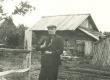 H. Adamson koduõues Viljandimaal Kärstnas 1944 - KM EKLA