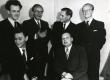 Kirjanikud 02.10.1949. I r. vas.: Karl Ristikivi, Valev Uibopuu; II r. vas.: Raimond Kolk, Ilmar Talve, Kalju Lepik, Arvo Mägi  - KM EKLA