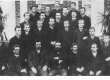 Eesti Aleksandri-linnakooli lõpetajad 1893. Esireas õpetajad: P. Goveino, J. Tamm, A. Anson, M. Nikolajev, A. Riikmann - KM EKLA