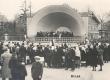 Haapsalu vabaõhukontsert 25. V 1924. Vasakul pool keskel seljaga Ernst Enno - KM EKLA