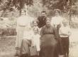Marie Under lastega, K. Hackeri ema, Berta Under, Karl Hacker, K. Hackeri õde 1906. a. suvel Moskva lähedal Kutðinos - KM EKLA