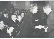Johannes Aavik õnnitleb Marie Underit tema 70. a. sünnipäeval 1953. a. - KM EKLA