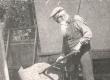 Ernst Peterson-Särgava oma maja ehitamas. Juuli, 1951 - KM EKLA