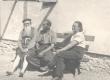 Ernst, Paul ja Juta Särgavad maja ehitamas. Juuli, 1951 - KM EKLA