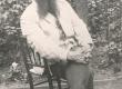 Ernst Peterson-Särgava Tallinnas Toomkuninga 2 maja õues enne 1916. a. - KM EKLA