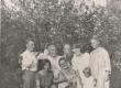 Petersonid 1920-ndatel aastatel. Keskel (2. reas) Ernst ja otto Petersonid - KM EKLA
