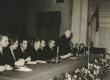 Eesi kirjanduse dekaad Moskvas 1956. a. dets. Kirjanduse lõppkoosolek (presiidium): vas. 1. V. Beekmann, L. Toom, R. Parve, P. Rummo, M. Raud, N. Tihhonov - KM EKLA