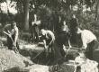 L. Koidula põrmu väljakaevamine Kroonlinna surnuaias. Vas.: M. Raud, E. Okas, A. Lauter, J. Schmuul, H. Press - KM EKLA