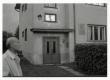 Karl Ristikivi kodu Hermanni tn 18 Tartus 08.08.1988. Maja ees Ants Järv - KM EKLA